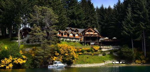 Dos Bahias Lake Resort Photo