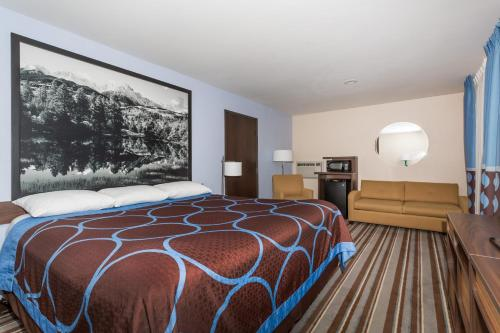 Super 8 Longmont/Twin Peaks - Longmont, CO 80501