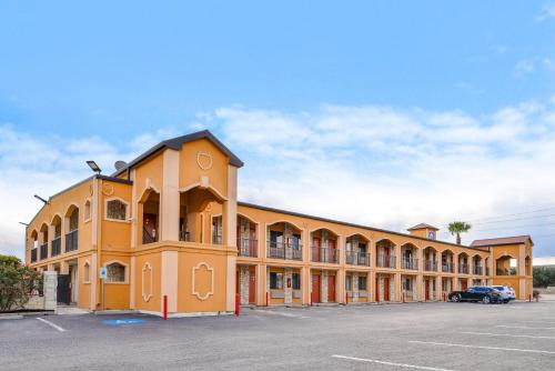 Americas Best Value Inn Buda Photo