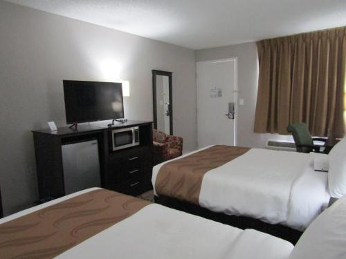 Quality Inn & Suites by the Lake photo 28