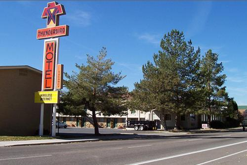 Thunderbird Motel Photo