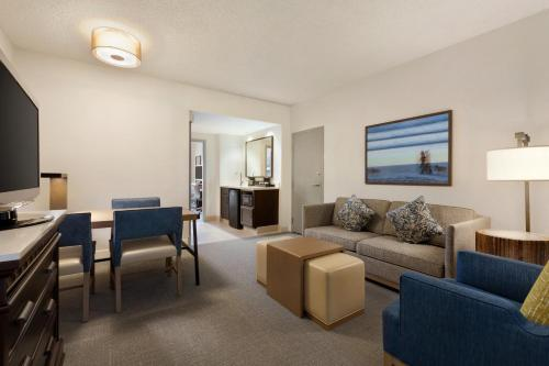 Embassy Suites by Hilton Monterey Bay-Seaside - Seaside, CA 93955