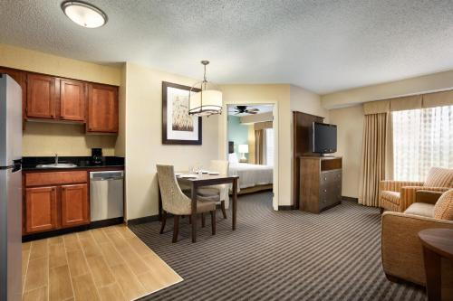 Homewood Suites by Hilton Houston-Willowbrook Mall photo 10