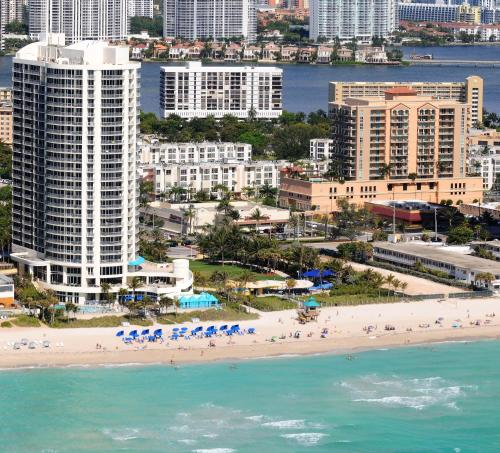 DoubleTree by Hilton Ocean Point Resort & Spa Sunny Isles Photo