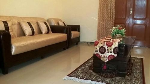 Rehaish Inn Furnished Rental Accommodation, Karāchi