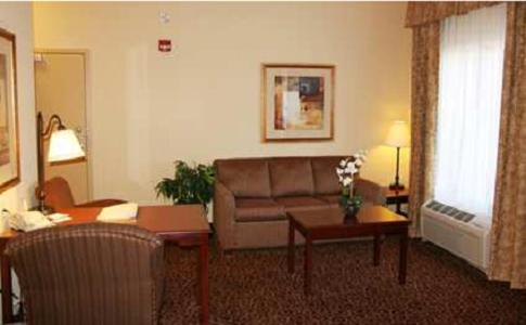 Hampton Inn and Suites Alexandria Photo