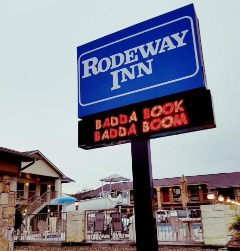Rodeway Inn Pigeon Forge Photo