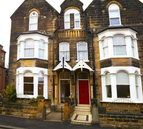 The Waves: Yorkshire Coast B&B in Scarborough, North Yorkshire, England
