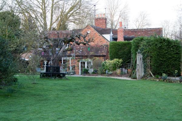 Whispering Cottages Bed and Breakfast in Nuneham Courtenay, Oxfordshire, England