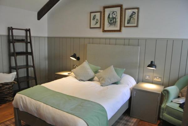 The Crown Pub, Dining & Rooms in Henlow, Bedfordshire, England