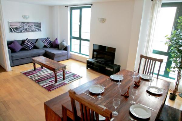 Club Living - Tower Hill Apartments in London, Greater London, England