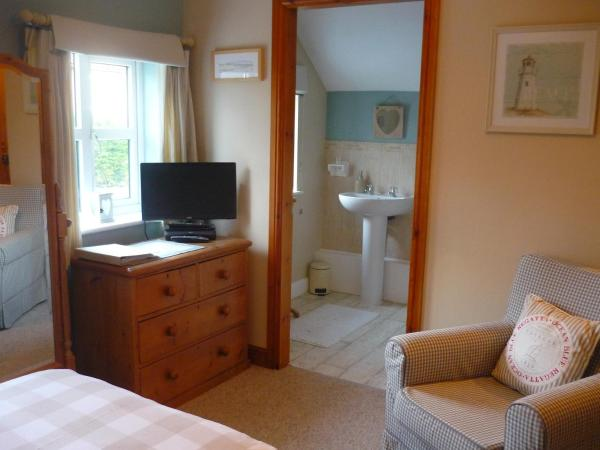 White Cottage Bed and Breakfast in Seisdon, Staffordshire, England