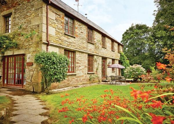 Hengar Cottages in Michaelstow, Cornwall, England