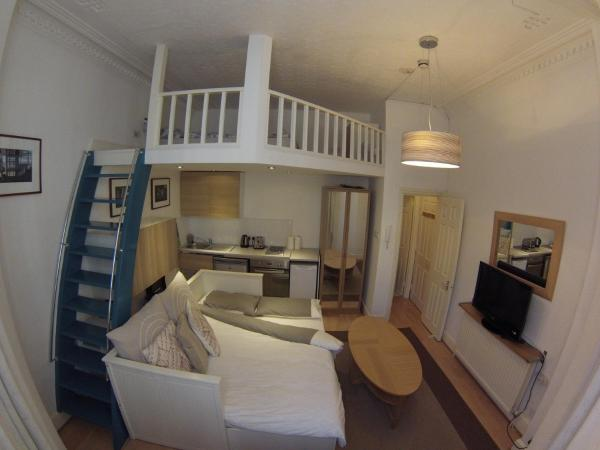 Cosy Studio by Kensington High St. in London, Greater London, England
