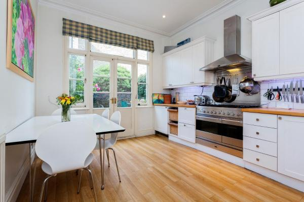 Three Bed House on Stapleton Road - Wandsworth in London, Greater London, England