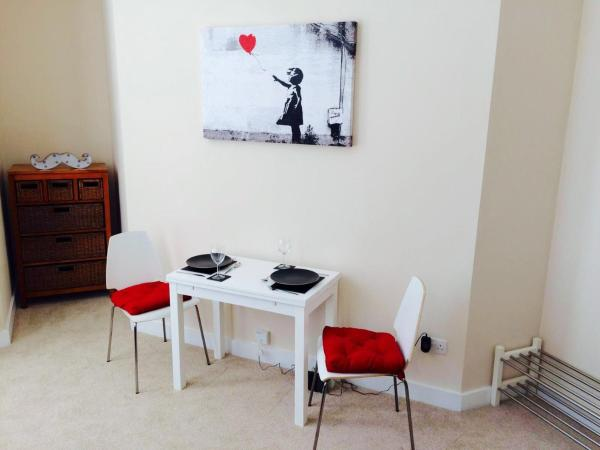 Whalley Road Apartment in Manchester, Greater Manchester, England