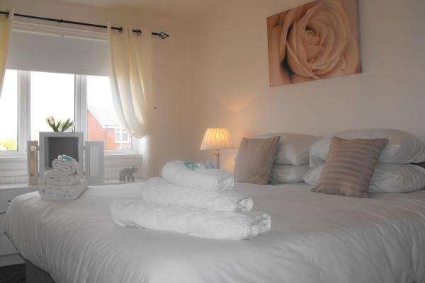 Detached Home Sleeps 6 in Lytham St Annes, Lancashire, England