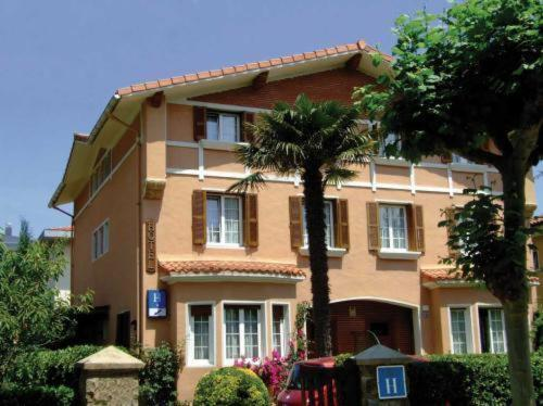 Hotel Roca Mollarri Photo