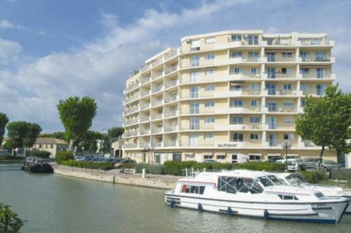 Les floriales hotel narbonne low rates no booking fees for Hotels narbonne