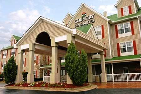 The Country Inn & Suites Atlanta Airport North will be a perfect home away
