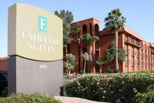 Embassy Suites Phoenix - Airport at 44th Street Photo