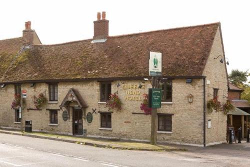 Queens Head Hotel in Bedford, Bedfordshire, Central England