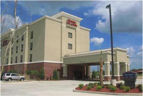 Hampton Inn &amp; Suites Jennings Photo