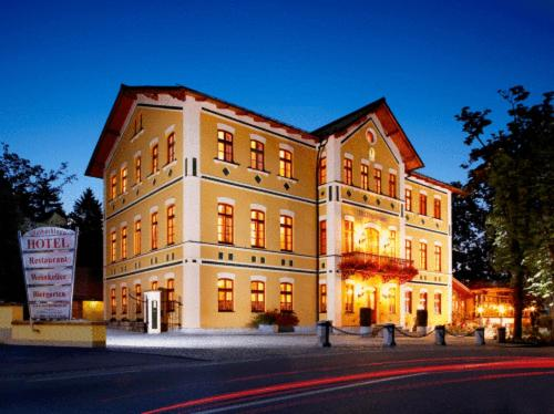 Hotel & Restaurant Waldschloss Photo