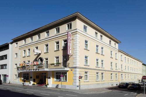 Goldenes Theater Hotel Salzburg Photo