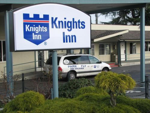 Knights Inn &amp; Suites Photo