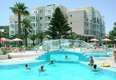 Astreas Beach Hotel Apartments Photo