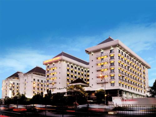 Mega Anggrek Hotel &amp; Convention Photo