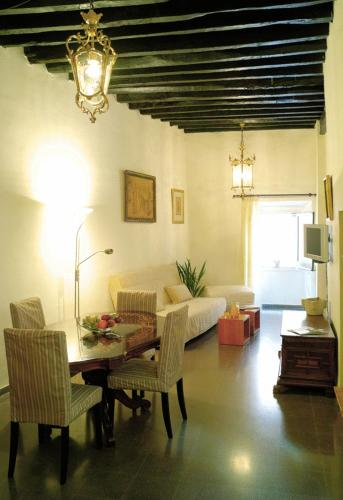 Picture of Girona Medieval Suites Apartments