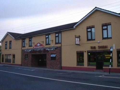 Monaghans Harbour Hotel Photo