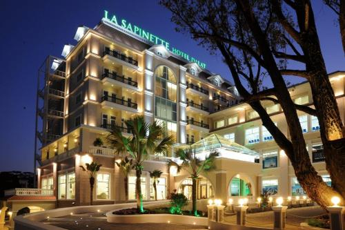 La Sapinette Hotel Dalat Photo