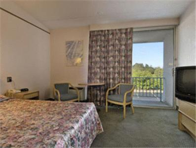 Rodeway Inn Commack Photo