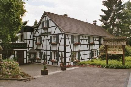 Hotel Meyer Alter Bergischer Gasthof Photo