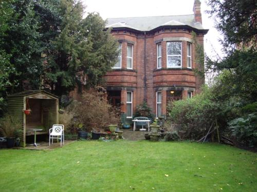 Elm Bank Lodge Guest House in Nottingham, Nottinghamshire, Central England