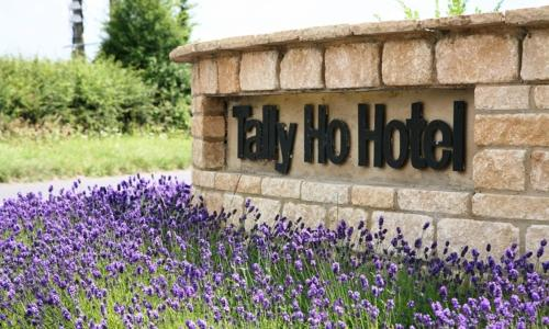 The Tally Ho Hotel - B&B in Bicester, Oxfordshire, Central England
