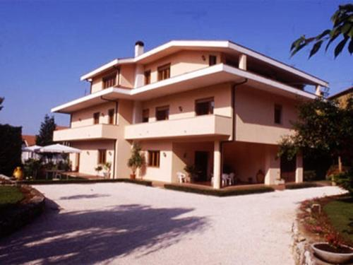 online booking Valmontone lodging Residenza Villa Alex