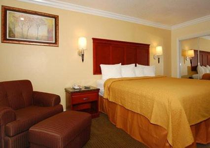 Quality Inn & Suites Cypress Near Knott's Berry Farm Photo