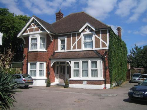 Glenalmond Guest House in Horley, Surrey, South East England