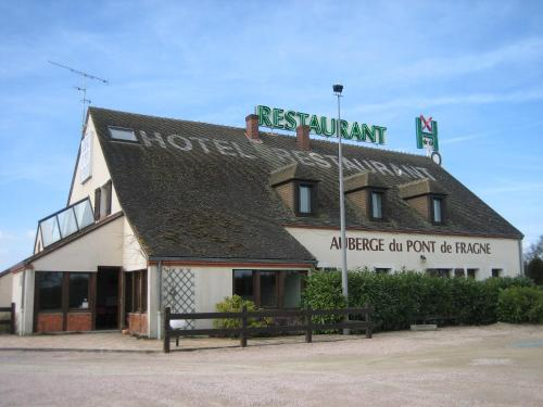 reservation Verneix lodging Le Pont De Fragne