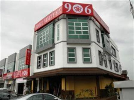 Ninety Six Hotel Batu Berendam Photo