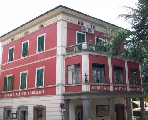 Hotel Alpino Photo