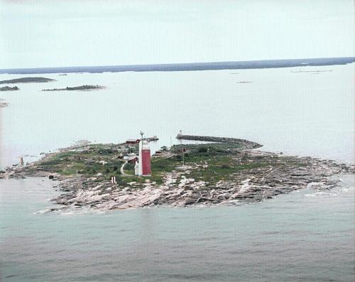 Kylmäpihlaja Lighthouse Photo