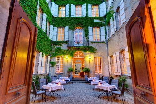 Hotel Restaurant Relais Royal Photo