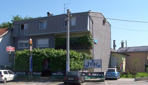 Guest House Ivac Inn Photo