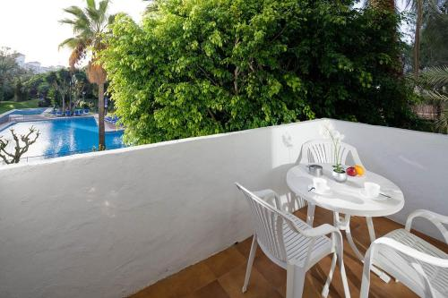 Photo de Habitat Apartments Puerto Banus