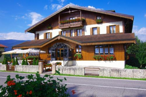 online booking Asiago lodging Albergo Rutzer